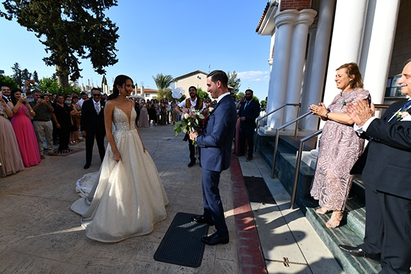 elegant-chic-summer-wedding-pavillion-hall-roses-hydrangeas-white-pink-hues-gold-details_11
