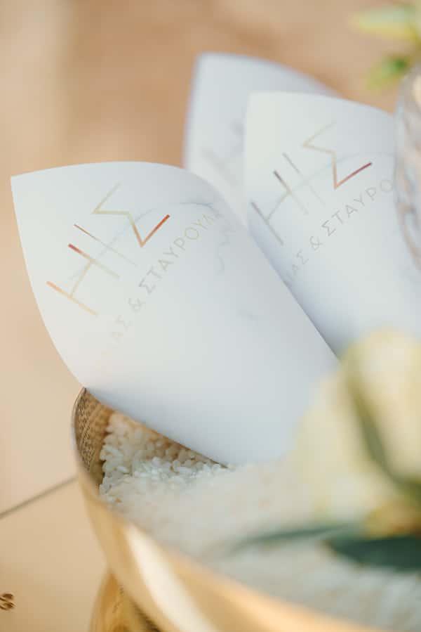 elegant-chic-wedding-rhodes-white-flowers-gold-touches_11