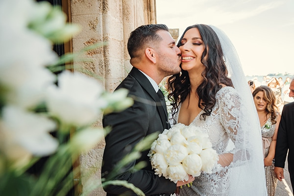 elegant-chic-wedding-rhodes-white-flowers-gold-touches_17