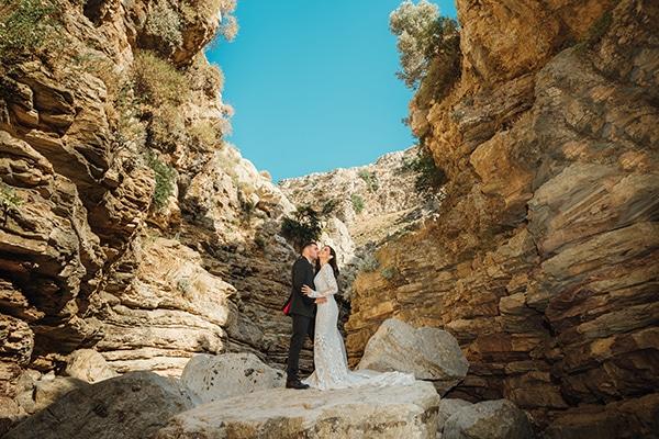 elegant-chic-wedding-rhodes-white-flowers-gold-touches_34