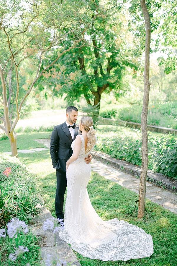 luxurious-summer-wedding-flowers-decoration-fuchsia-purple-tones_37