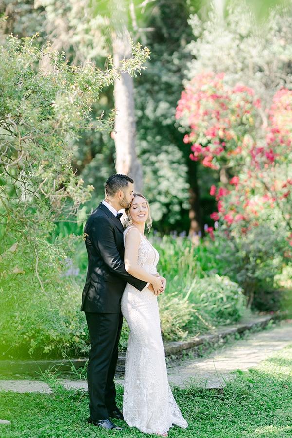 luxurious-summer-wedding-flowers-decoration-fuchsia-purple-tones_39