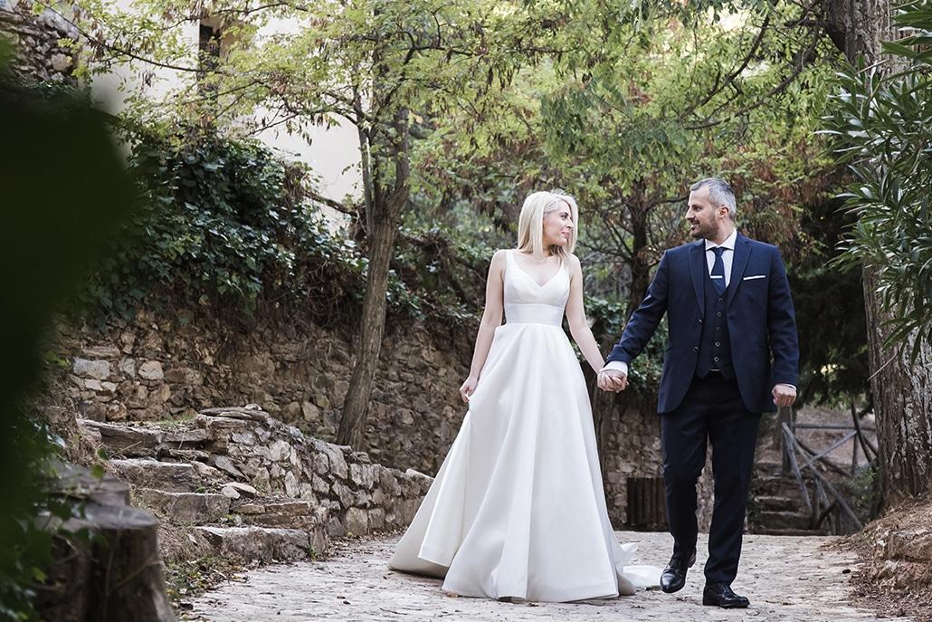 Ρομαντικός φθινοπωρινός γάμος στην Αθήνα με λευκές παιώνιες και κόκκινα τριαντάφυλλα │ Ιωάννα & Παντελής – Αντώνης