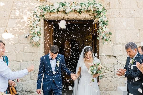 Ρομαντικός καλοκαιρινός γάμος στη Λάρνακα με λευκές ορτανσίες και τριαντάφυλλα σε baby pink αποχρώσεις │ Βασιλική & Κωνσταντίνος