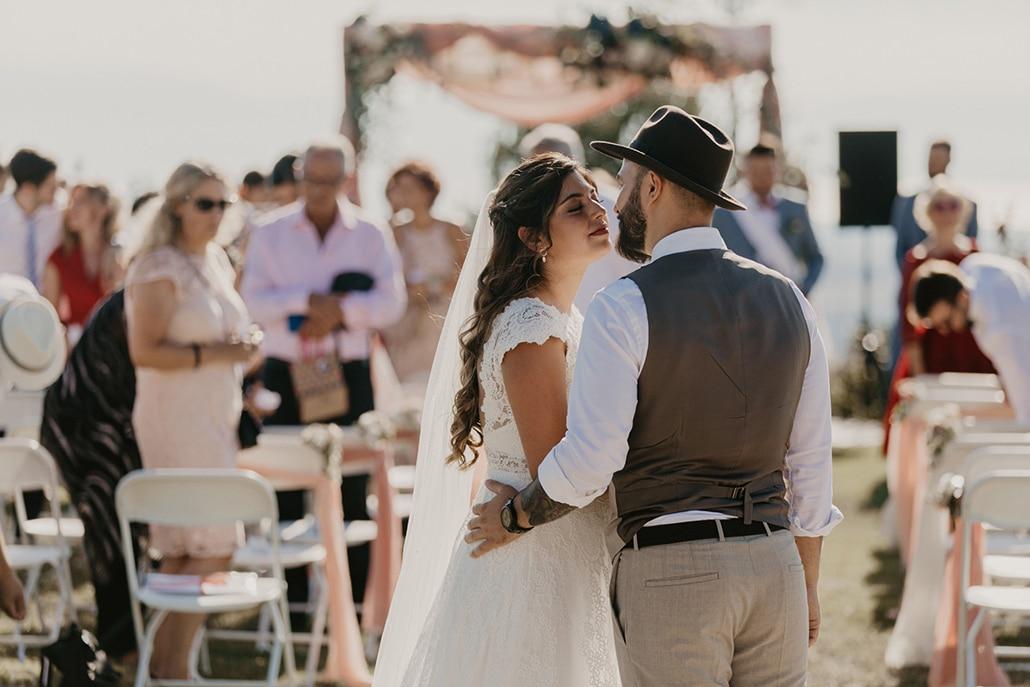 Ρομαντικός γάμος το καλοκαίρι στη Θεσσαλονίκη σε ζεστές αποχρώσεις του ροζ, μπλε και κόκκινου │ Άννα & Μάριος