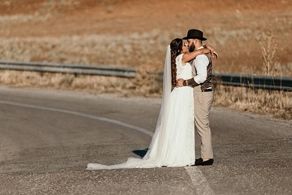 romantic-wedding-summer-thessaloniki-warm-hues-pink-blue-red_03