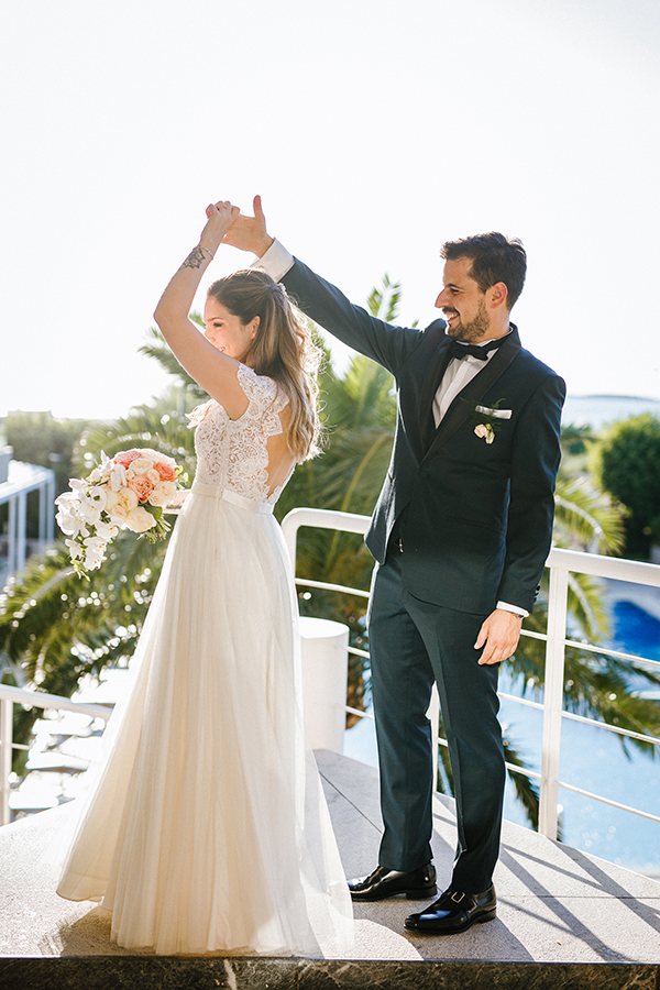 beautiful-summer-wedding-athensi-romantic-flowers-bohemian-touches_23