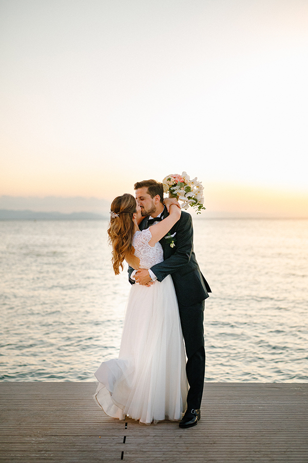 beautiful-summer-wedding-athensi-romantic-flowers-bohemian-touches_30