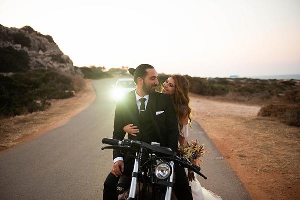 Υπέροχος καλοκαιρινός γάμος στην Κύπρο με λεβάντα, χαμομήλι και bohemian διάθεση │ Κεντούλλα & Χρίστος