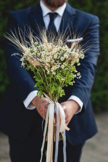Νυφικό μπουκέτο με χαμομήλι και αποξηραμένα λουλούδια