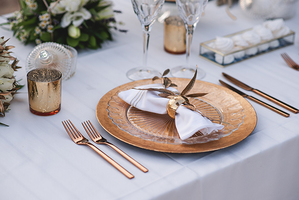 elegant-minima-styled-shoot-pampas-grass-compined-gold-blue-hues_11