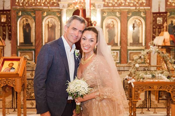 Elegant καλοκαιρινός γάμος στην Παλαίρο με λευκά τριαντάφυλλα, λυσίανθο και φύλλα ελιάς │Μαρία & Andrew