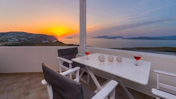 honeymoon-wedding-venue-unforgettable-experience-dreamy-santorini-island_12