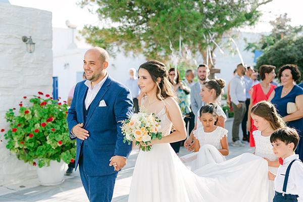 Ένας ρομαντικός γάμος στην Κέα με παιώνιες και David Austin τριαντάφυλλα │ Ελισάβετ & Δημήτρης