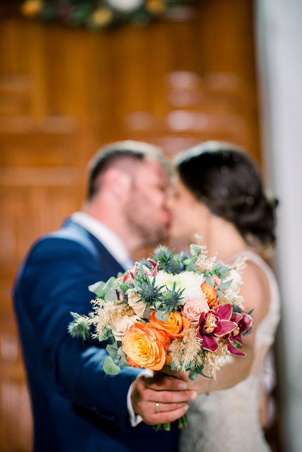rustic-summer-wedding-corinthous-roses-dahlia-pampas-grass_04