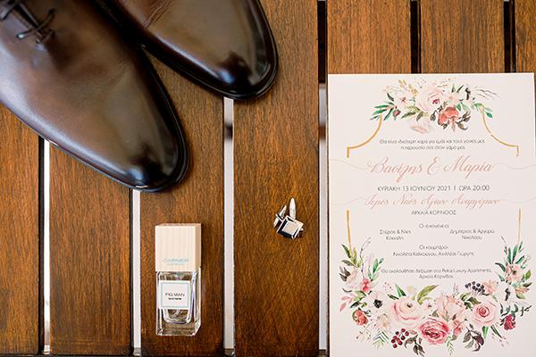 rustic-summer-wedding-corinthous-roses-dahlia-pampas-grass_05x