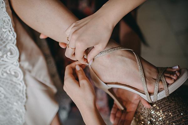 rustic-summer-wedding-corinthous-roses-dahlia-pampas-grass_09w
