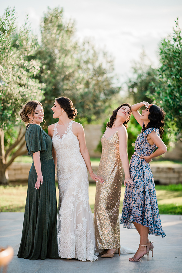 rustic-summer-wedding-corinthous-roses-dahlia-pampas-grass_12x