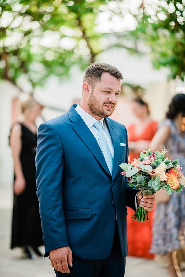 rustic-summer-wedding-corinthous-roses-dahlia-pampas-grass_13