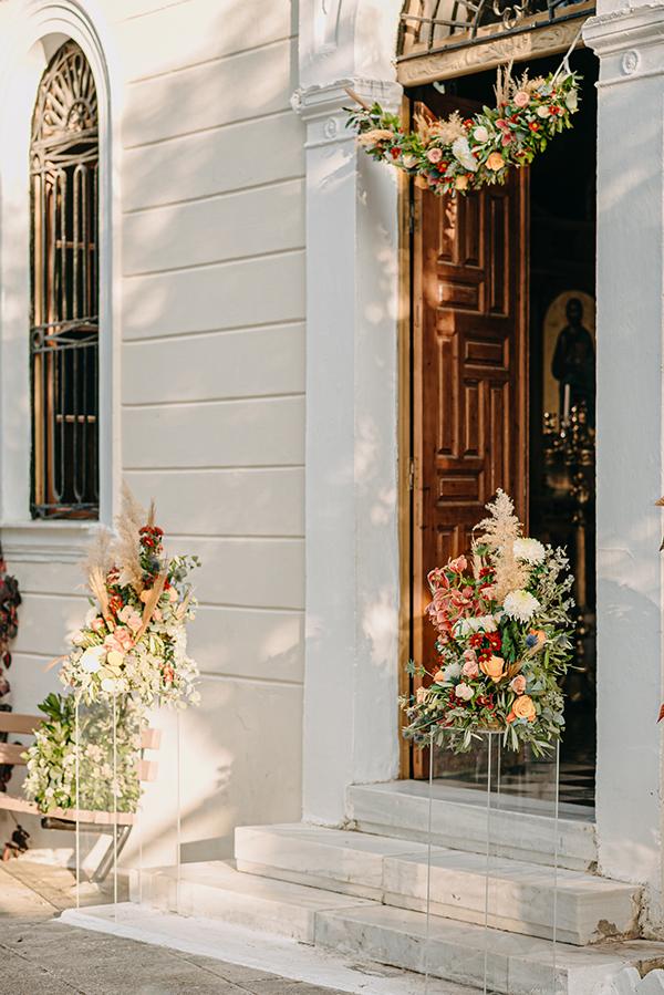 rustic-summer-wedding-corinthous-roses-dahlia-pampas-grass_16