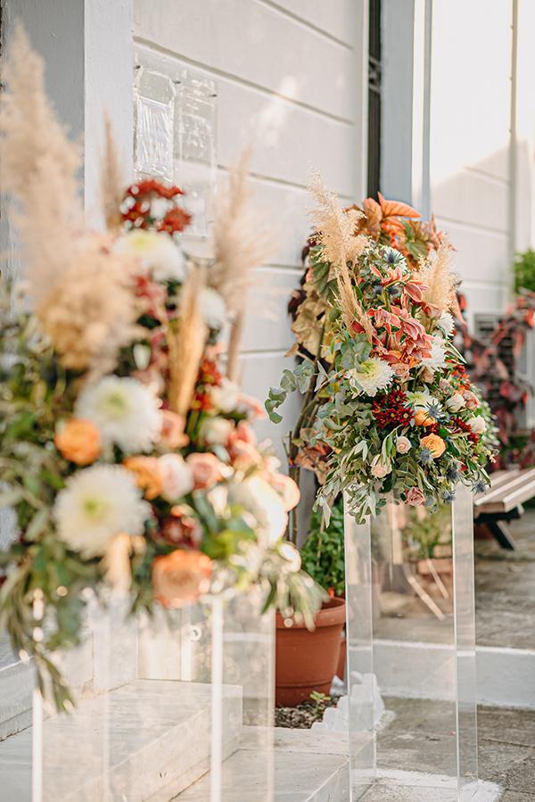 rustic-summer-wedding-corinthous-roses-dahlia-pampas-grass_17