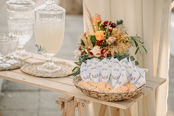 rustic-summer-wedding-corinthous-roses-dahlia-pampas-grass_18