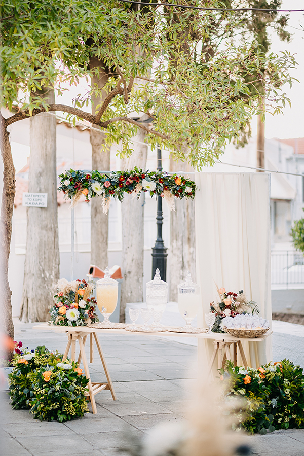 rustic-summer-wedding-corinthous-roses-dahlia-pampas-grass_20