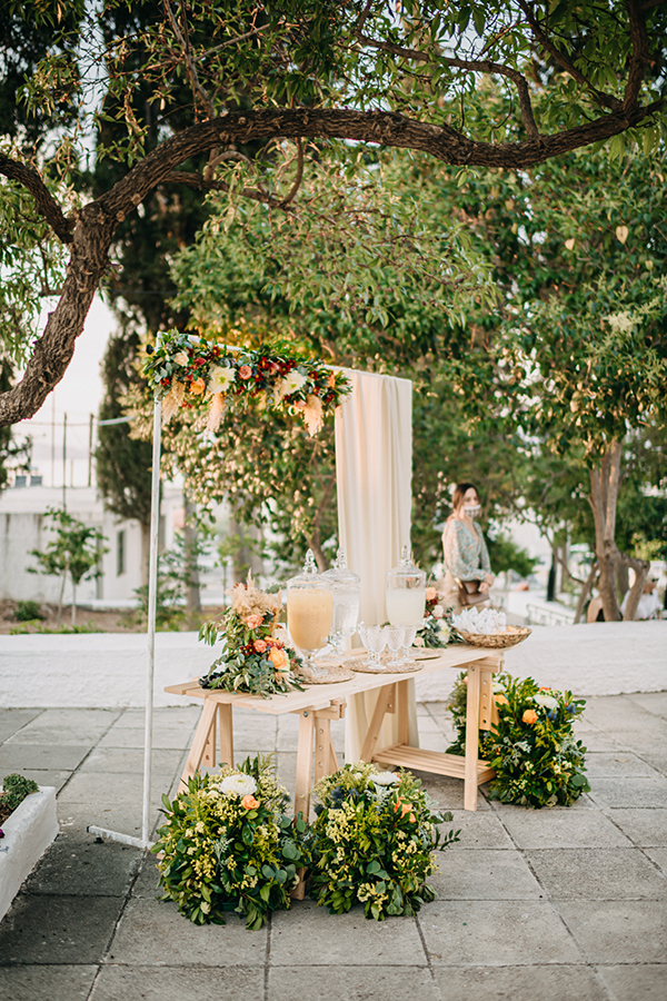 rustic-summer-wedding-corinthous-roses-dahlia-pampas-grass_20x