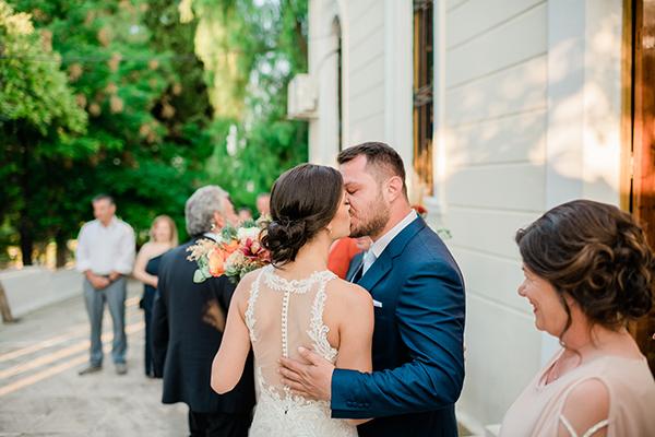 rustic-summer-wedding-corinthous-roses-dahlia-pampas-grass_22x