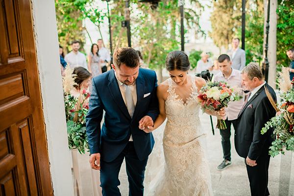 rustic-summer-wedding-corinthous-roses-dahlia-pampas-grass_23