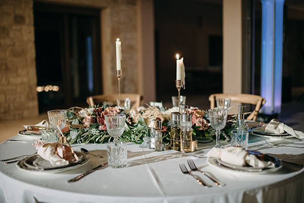 rustic-summer-wedding-corinthous-roses-dahlia-pampas-grass_26