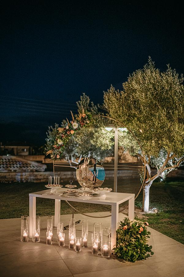 rustic-summer-wedding-corinthous-roses-dahlia-pampas-grass_28x
