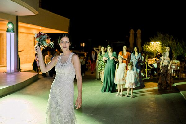 rustic-summer-wedding-corinthous-roses-dahlia-pampas-grass_31