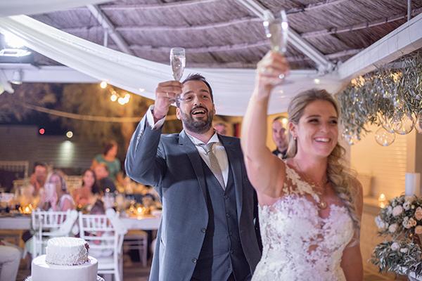 Ένας καλοκαιρινός γάμος στην Αθήνα με ελιά και λευκά τριαντάφυλλα │ Μαρίνα & Νικηφόρος