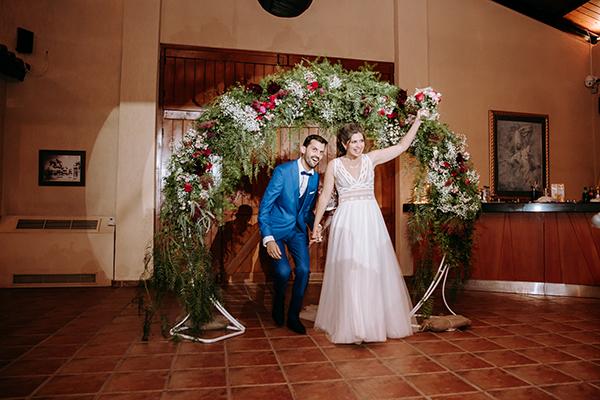 Πανέμορφος φθινοπωρινός γάμος στην Αθήνα και κόκκινα τριαντάφυλλα και λευκά χρυσάνθεμα│ Νατάσα & Παναγιώτης