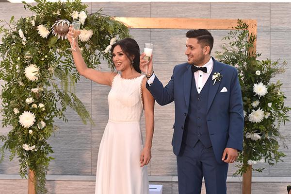elegant-summer-wedding-nicosia-lush-flower-arrangements-romantic-touches_11