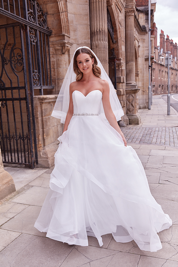 impressive-aetherial-bridal-creation-justin-alexander-modern-bride_25