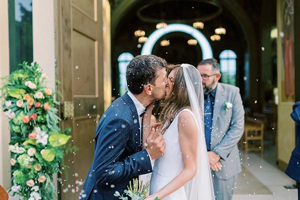 Εντυπωσιακός καλοκαιρινός γάμος στην Βουλιαγμένη με πλούσιες ανθοσυνθέσεις και ρομαντικά στοιχεία │ Τίνα και Πέτρος