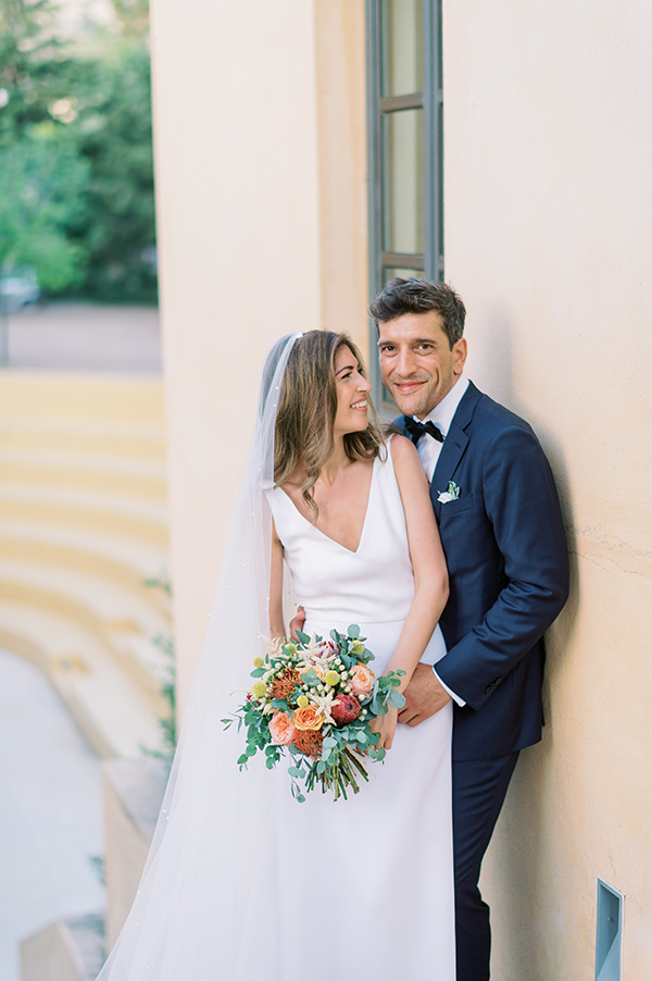 impressive-summer-wedding-vouliagmeni-lush-greenery-romantic-elements_03