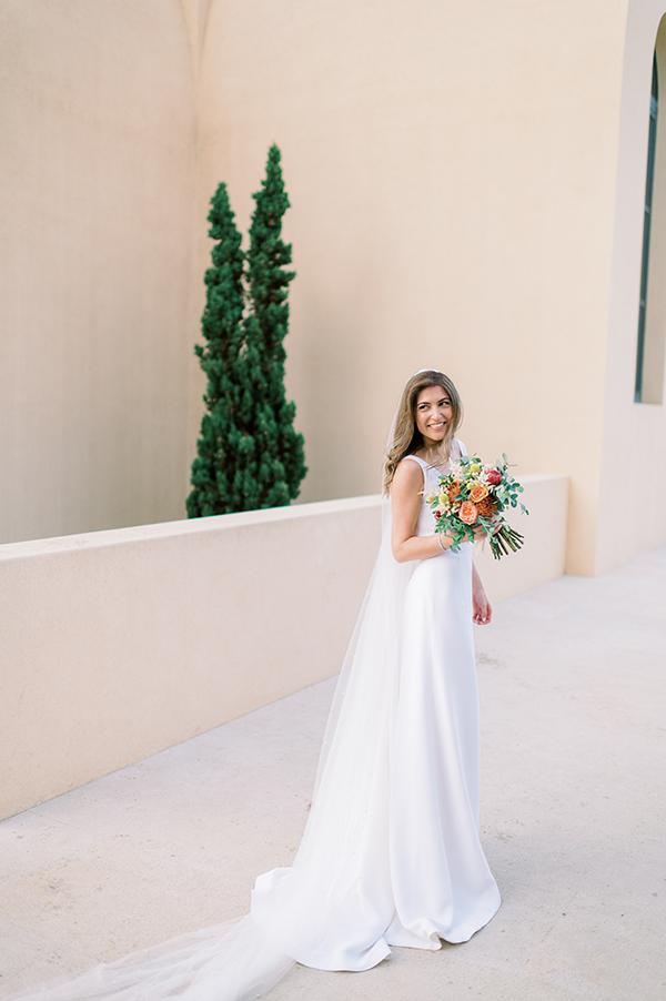 impressive-summer-wedding-vouliagmeni-lush-greenery-romantic-elements_05