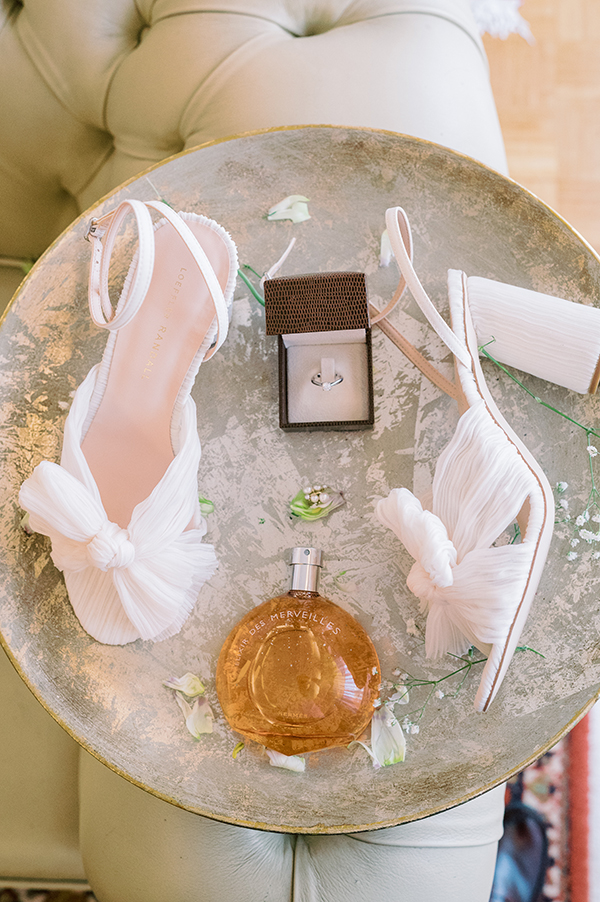 impressive-summer-wedding-vouliagmeni-lush-greenery-romantic-elements_07