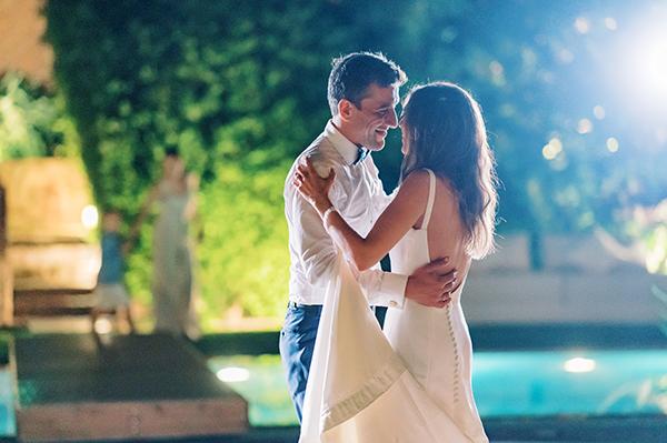 impressive-summer-wedding-vouliagmeni-lush-greenery-romantic-elements_37