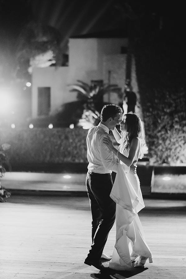 impressive-summer-wedding-vouliagmeni-lush-greenery-romantic-elements_38