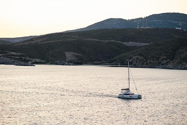 island-wedding-summer-skyros-white-lycianthus-olive_03x