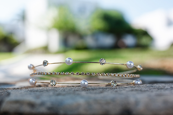 island-wedding-summer-skyros-white-lycianthus-olive_04