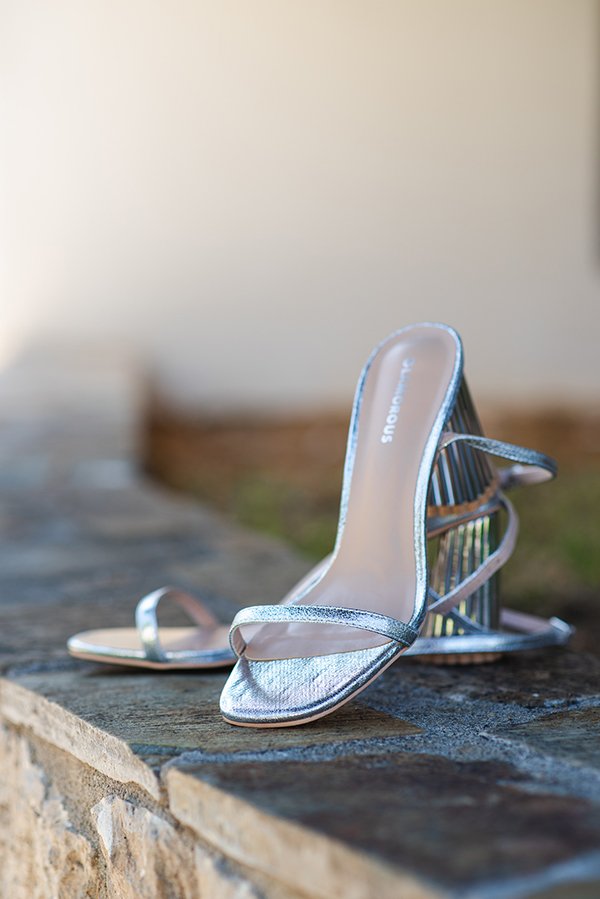 island-wedding-summer-skyros-white-lycianthus-olive_04x