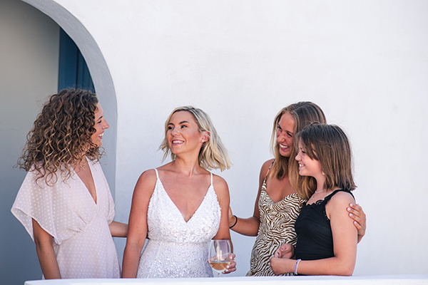 island-wedding-summer-skyros-white-lycianthus-olive_08
