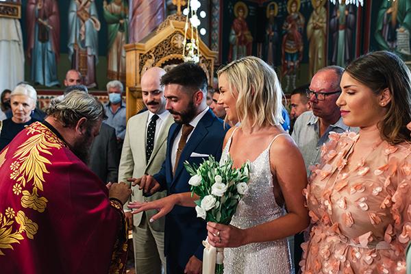 island-wedding-summer-skyros-white-lycianthus-olive_15