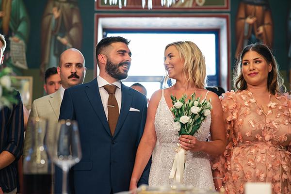 island-wedding-summer-skyros-white-lycianthus-olive_17