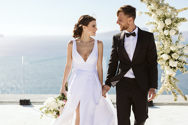 magnificent-styled-shoot-santorini-island-romantic-roses-white-pink-hues_02